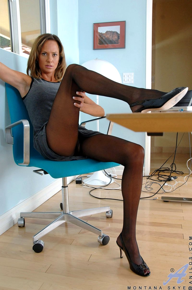 Anilos matures and pantyhose teacher and — photo 2