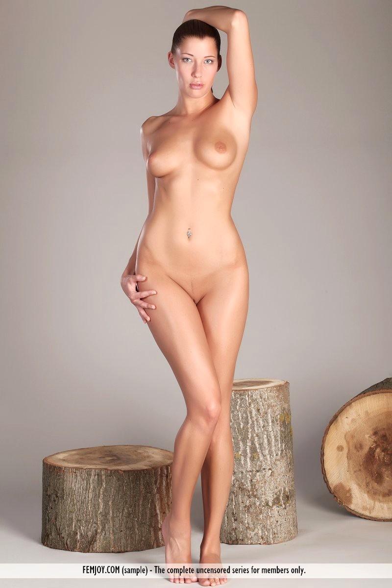 Nude women on floot amatuer
