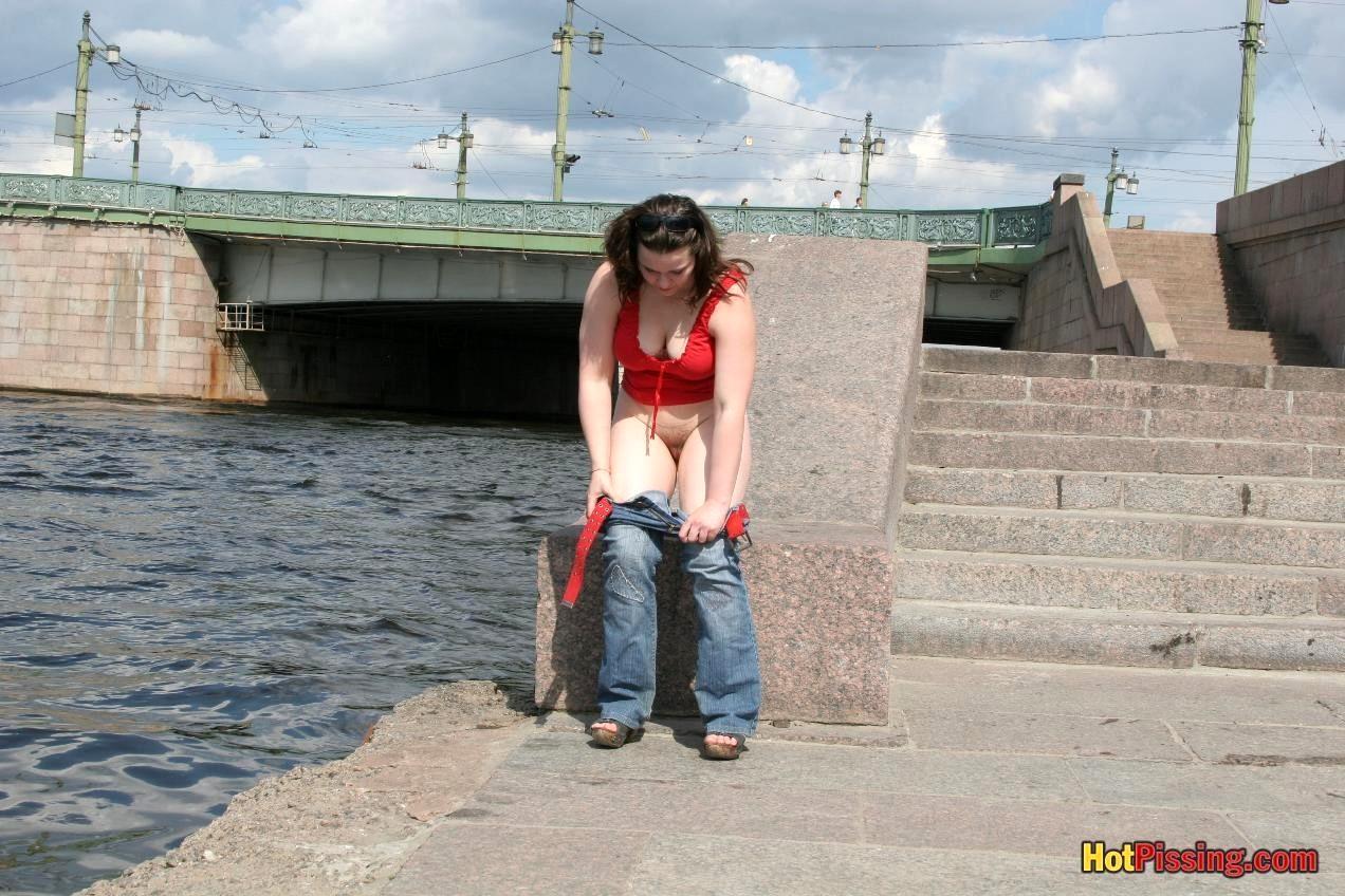 Русские девочки писают стоя, Порно писсинг онлайн, писающие девушки и сквирт 25 фотография