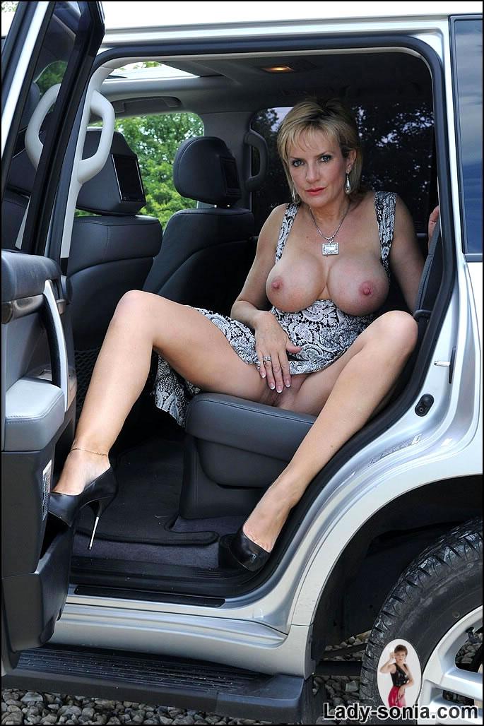 Lady sonia car