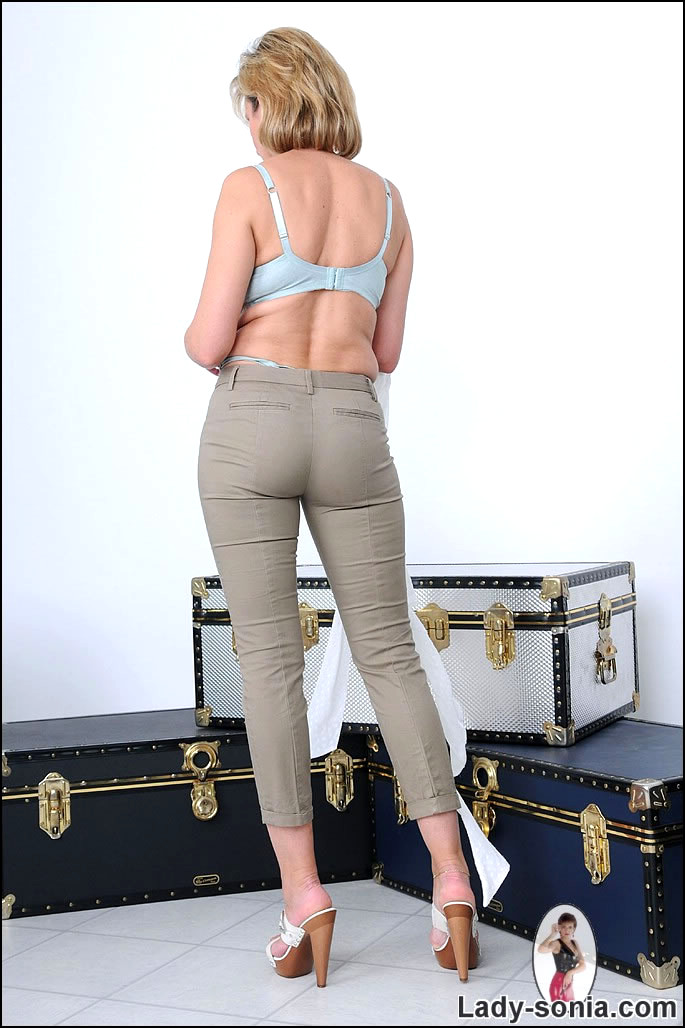 Lady sonia butt