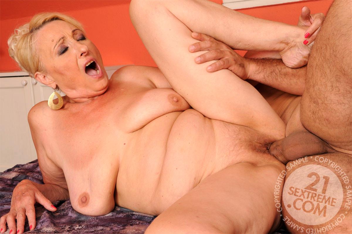 Big ass amateur bent over panties