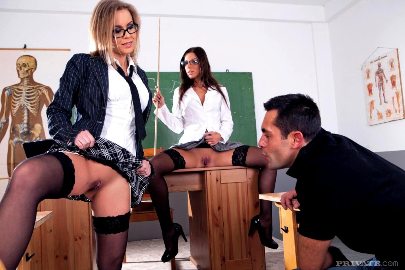 Сексе в школе, Секс в школе порно видео как трахнул училку в HD 23 фотография