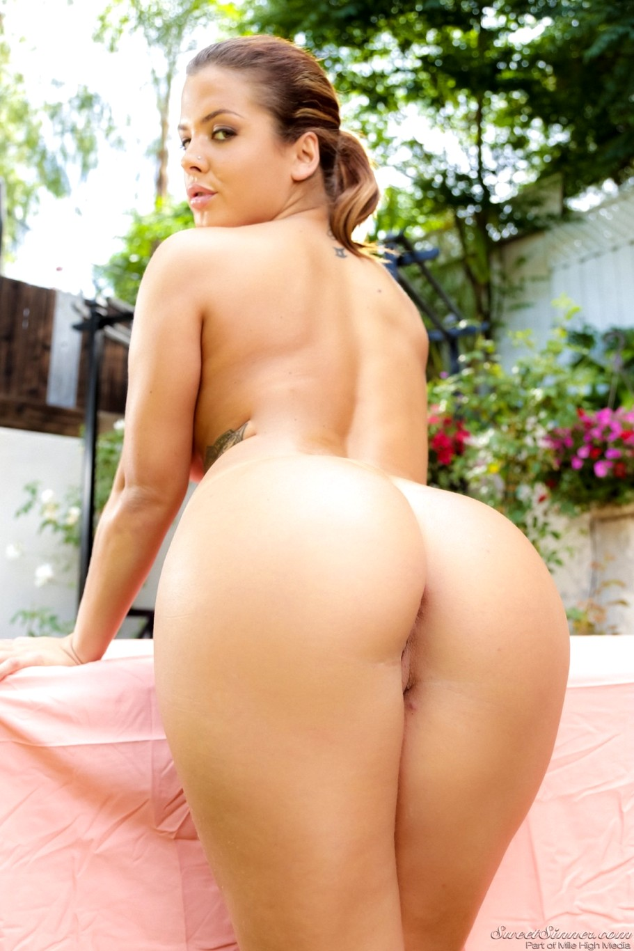 Keisha Grey Nude Ass