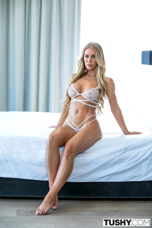 Robyn Hilton, Nude